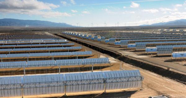 Andasol 3, centrale solaire construite en Espagne par un consortium allemand, est la plus grande centrale solaire d'Europe. © picture alliance dpa